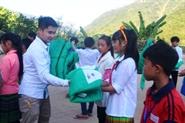 Quỹ hỗ trợ giáo dục NTS trao áo ấm, chăn đông cho HS vùng khó khăn nhất xứ Thanh